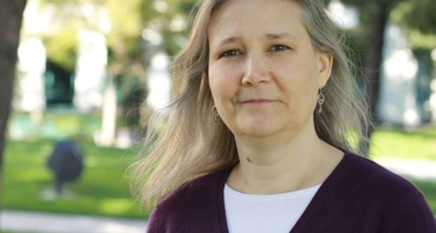 Amy Hennig headshot